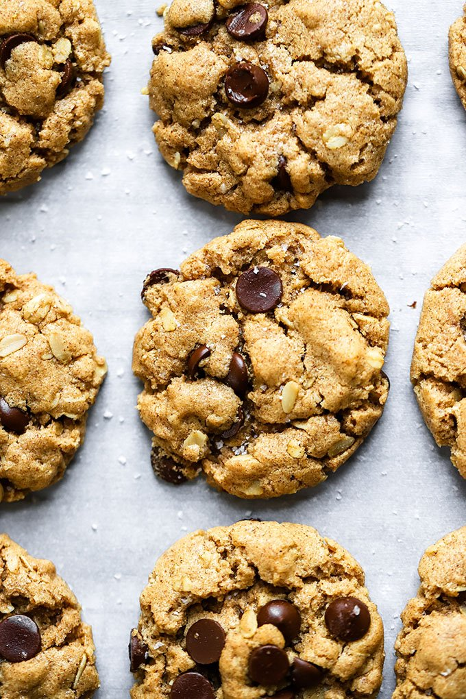 Vegan Almond Butter Chocolate Chip Cookies | These cookies are super delicious and need only 7 ingredients to make now!