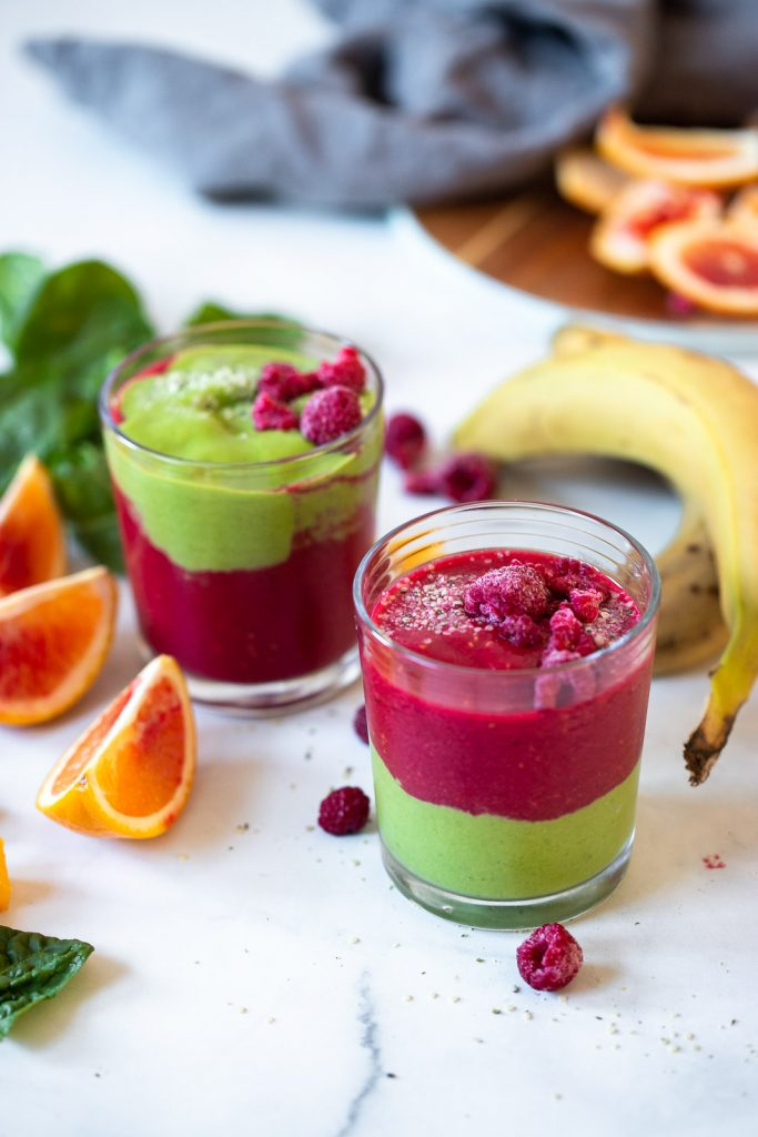 red and green smoothie in 2 glasses